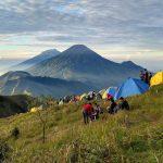 Camping di Puncak Gunung Prau via  @khoirulanam20166